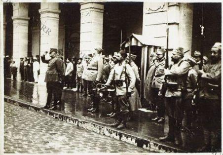 Salonicco. Il Gen. Sarrail saluta le truppe italiane