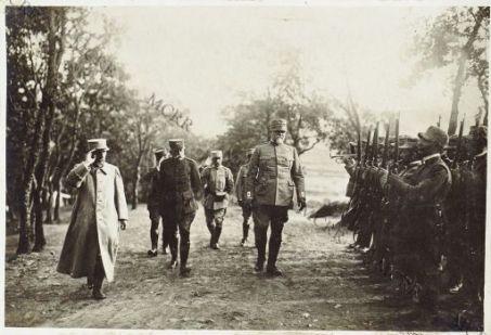 Salonicco. Il Ministro della Guerra francese, il Gen. Sarrail e Petitti di Roreto passano in rivista le truppe italiane