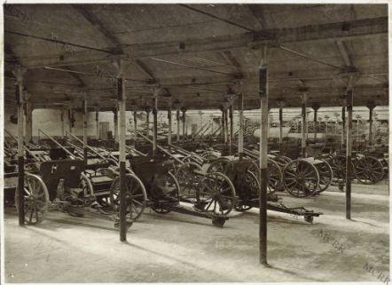 Udine - Magazzino artiglieria 2a. armata - Cannoni da 75 mm. campagna