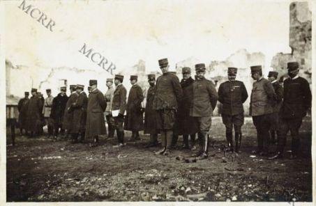 Consegna delle Croci di Guerra fatta dal Gen. Nivelle. S. A. R. il Duca d'Aosta decorato della Croix de Guerre