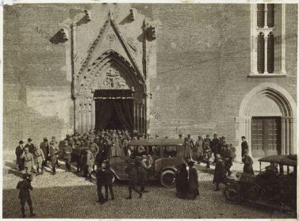 Udine 2/11-1916 Commemorazione Defunti. Gli Ufficali Esteri escono dal Duomo