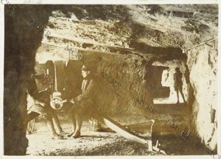 Sulla Tofana - Cannone da montagna in una caverna