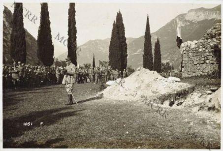 Cerimonia a Rivoli Veronese al monumento dei Granatieri caduti