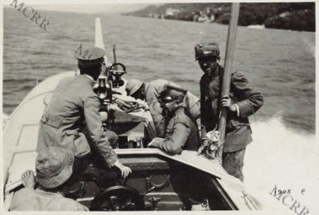 A bordo di un M. A. S. sul Garda