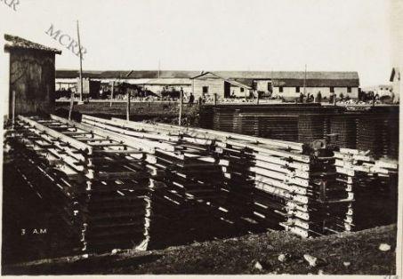 Materiale ferroviario del porto di Valona.