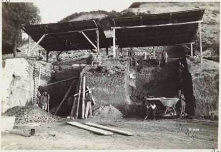 Costruzione di una fornace da mattoni a Valona.