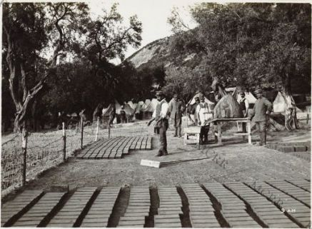 Una fornace di mattoni presso Valona.