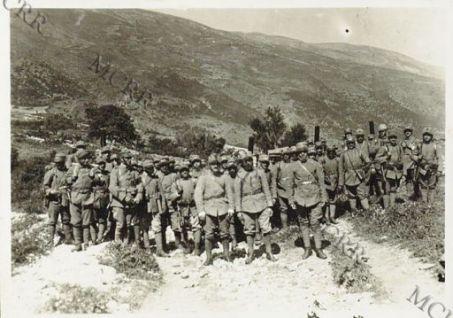 Foto di gruppo di soldati italiani.