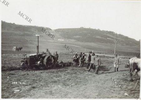 Macchinari agricoli: la moto aratura presso Valona.
