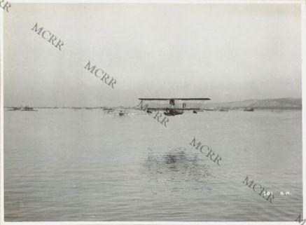 Idrovolanti sulle acque di Valona.