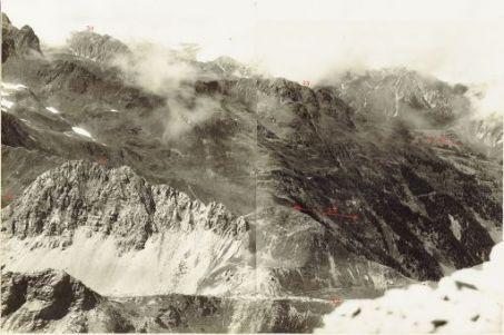 Panorama da Monte Chiaine alla Valle del Niedergail. Visto dalla q.ta 2436 di Monte Volaja. 10 Agosto 1917.29. Passo Vallineerno; 30. Eggendofl; 31. Kreuzen; 32. Passo Giramondo, 33. Mittagskofl q. 2251; 34. Valle Gail; 35. Niedergal Tal.
