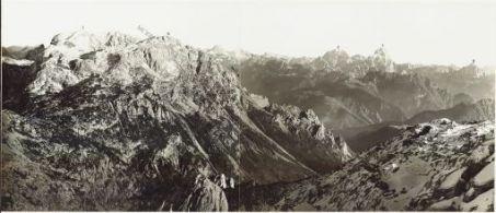 Panorama dal Weidegger Hohe al Monte Glazzat. Eseguito dal Monte Zerumla. 10 Ottobre 1916.1. Rosskofel; 2. Trogel; 3. T.te Pontebbana; 4. Mittagsdofel; 5. Val Fella; 6. Wichsberg; 7. Jofdi Montasio; 8. Monte Cimone.
