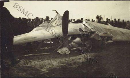 Primo aeroplano austriaco abbattuto nel cielo di [Medeazza] dal tenente Baracca.