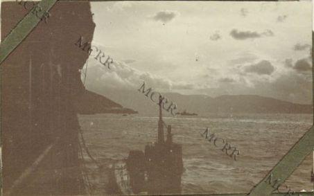 Un sommergibile carica i suoi accumulatori. Albania 1918.