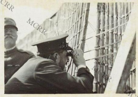 Paul Adams del Journal in visita al Quartier Generale Italiano a Villesse: lungo la passerella di Sdranssina