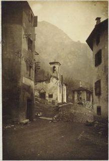 Molina. Oratorio col coperto distrutto e case private.