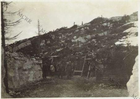 S.E. Cadorna visita un cannone da 280 mm.