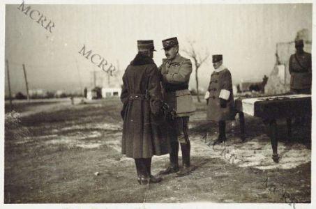 S.E. Mivelle decora il Gen. Cigliana