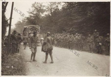 Fronte italiano in Francia. Autocarri per il trasporto della fanteria.