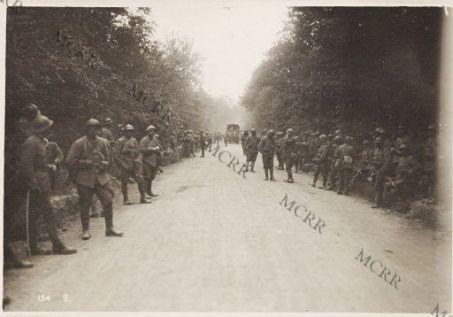 Fronte italiano in Francia. Truppe italiane nel bosco di Reims.