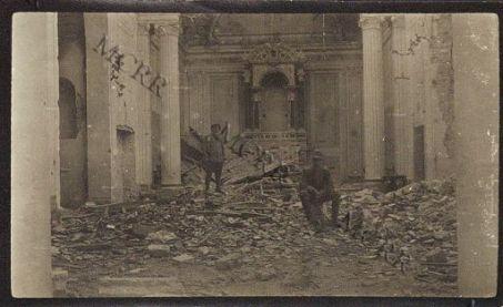 Varie guerra mondiale. Interno della chiesa di Savogna.