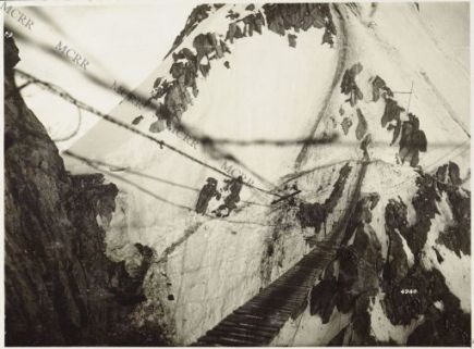 Gall. Una passerella sospesa a 3000 m. nel gruppo del Tonale