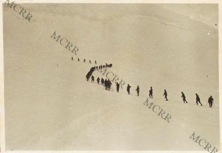 Adamello. Skiatori al Passo della Lobbia