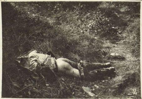 Album 53. Offensiva Italiana agosto 1917. Cadavere di soldato italiano sul m. Fratta.