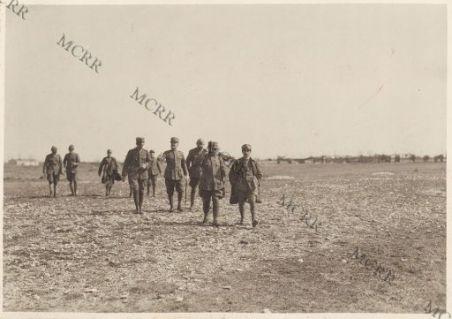 Distribuzione doni alla brigata Veneto