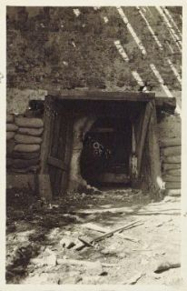 Lucinico - Cannone da 75 mm. in una casa