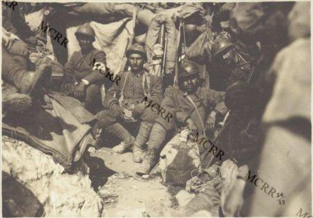 Album 54. In una dolina carsica durante il bombardamento.