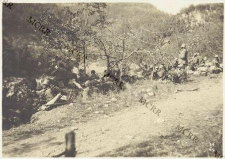 Album 54. Rincalzi lungo l'Isonzo presso Bodrez.