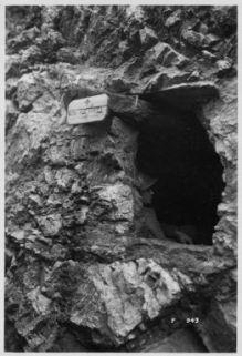 Nidi per feriti in piccole gallerie scavate nella roccia