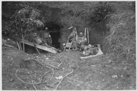 Alle Grave di Ciano sul Piave. Durante l'offensiva austriaca. Presso le prime linee. Posti di medicazione