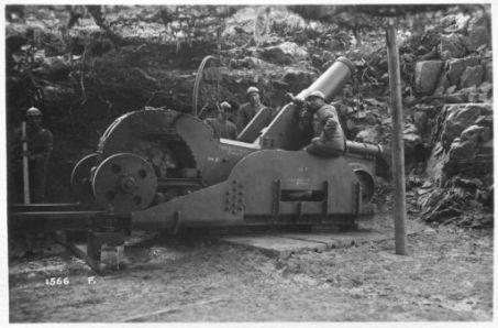 Azione su M.te Val Bella. Artiglieria pesante presso Campo Rossignolo