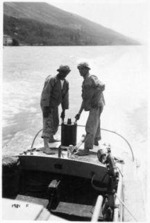 Sul Lago di Garda con un M.A.S. della R. Marina per un collaudo di bombe antisommergibili. La bomba