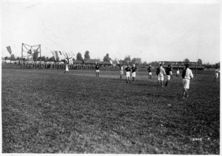 """Festeggiamenti alle truppe Czeco-Slovacche, Rumene e Iugo-Slave. Una partita di """"Calcio"""""""
