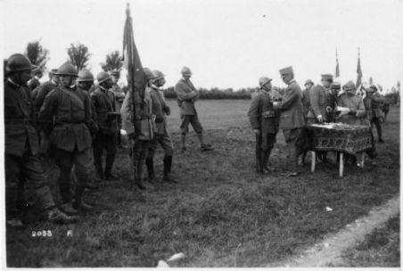 Premiazione alla 60^ Divisione (Gen. Mazzani) 22° Corpo d'Armata (Gen. Vanari) presso Falzé. Medaglie al valor militare