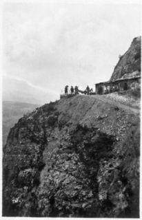 Baraccamenti sui roccioni sull'Adige e pattuglie