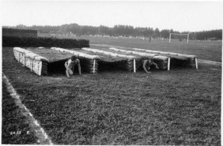 Ai campi ginnastici degli Arditi con le reclute (nati nel 1900)