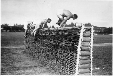 Ai campi ginnastici degli Arditi reclute del 900. Presso Mestrino. Al campo degli Arditi