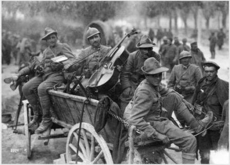 Presso Trento redenta il 5 - 6 Novem. 1918. Nostri soldati e prigionieri russi