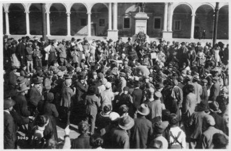 A Udine il mattino del giorno 5 Nov. 1918. Arrivano i primi giornali Italiani