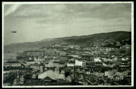Aeroplani volano su Trieste
