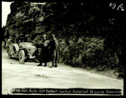 N°69 Abt. auto mit defect nachst bahnhof St. Lucia-Tolmein. Fotografia dell'esercito Austro-Ungarico