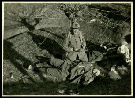 Cadavere austriaco e ufficiale italiano