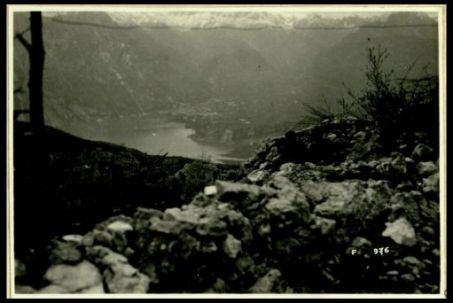 Agli avamposti su Riva. In fondo Riva sul Lago