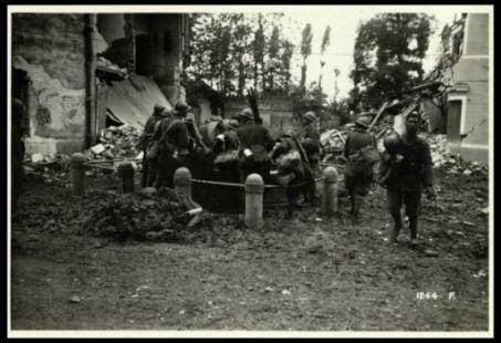 Soldati che si dissetano alla fontana di Fornaci
