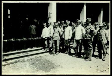 Ai campi di concentramento dell'Italia centrale e meridionale. 1 - 15 giugno 1918. Al campo prigionieri di guerra di Cassino. Nazionalità varie. Le cucine