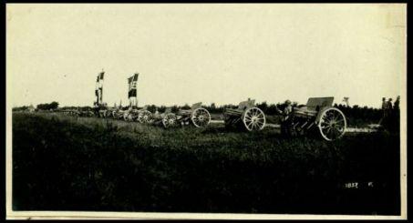 Cavallino (Laguna Veneta). Festa della 4.a Divisione alla presenza di S.A.R. il duca d'Aosta. I 16 cannoni da 105 presi al nemico